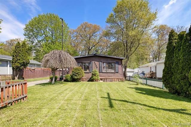 8285 Donna Lou Dr, Brighton, MI 48114 (MLS #2210033323) :: The BRAND Real Estate