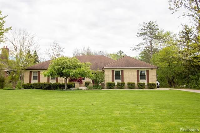 4140 Beach Rd, Troy, MI 48098 (MLS #2210033569) :: The BRAND Real Estate