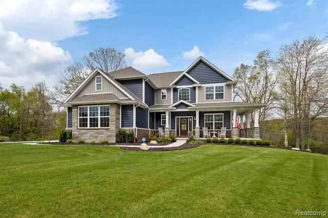 2560 Buckhead Dr, Brighton, MI 48114 (MLS #2210033664) :: The BRAND Real Estate