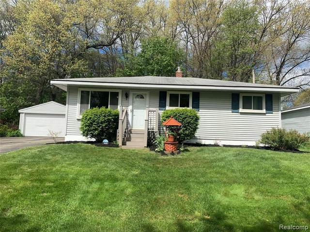 666 Woodland Ave, Lake Orion, MI 48362 (MLS #2210034655) :: The BRAND Real Estate