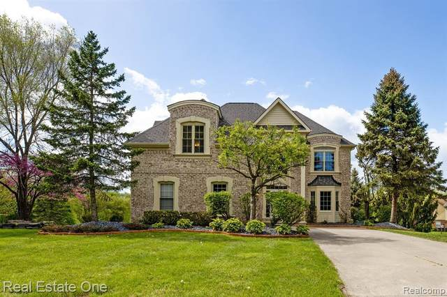 47862 Forest Crt, Northville, MI 48168 (MLS #2210034682) :: The BRAND Real Estate