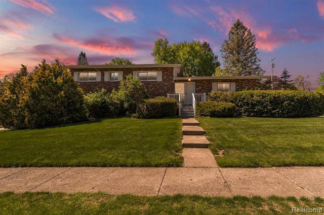 209 Debra Ln, Northville, MI 48167 (MLS #2210035098) :: The BRAND Real Estate
