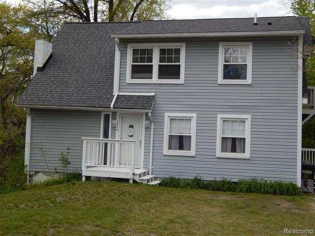 1240 Elkhorn Lake Rd, Lake Orion, MI 48362 (MLS #2210035534) :: The BRAND Real Estate