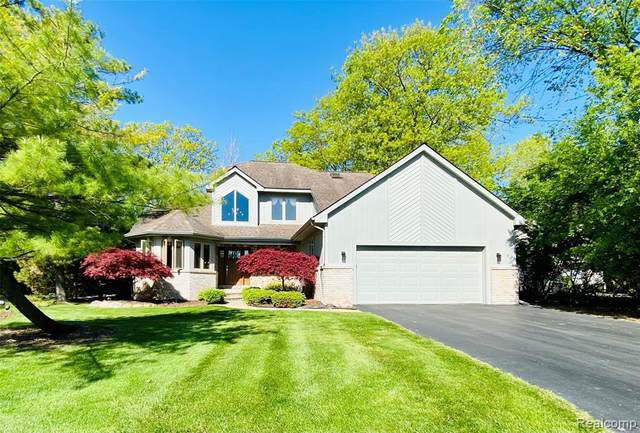 21976 Ottawa Cir, Grosse Ile, MI 48138 (MLS #2210035409) :: Kelder Real Estate Group