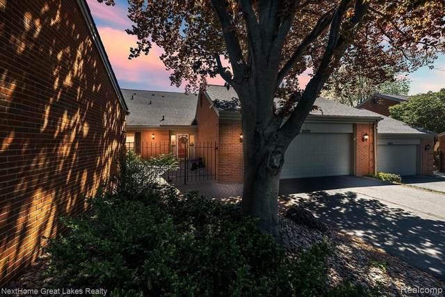 9285 Oakmont Dr, Grand Blanc, MI 48439 (MLS #2210035658) :: The BRAND Real Estate