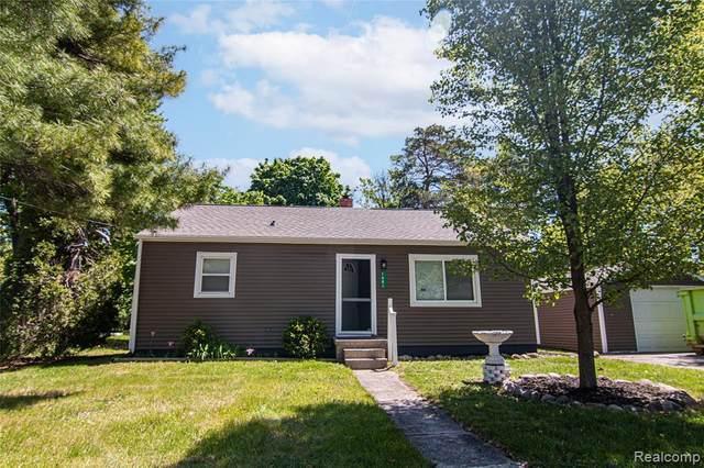 1481 Alberta Ave, Burton, MI 48509 (MLS #2210035908) :: The BRAND Real Estate