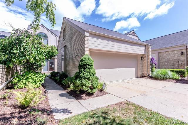 5248 Mirror Lake Crt Unit#32-Bldg#8, West Bloomfield, MI 48323 (MLS #2210035826) :: The BRAND Real Estate