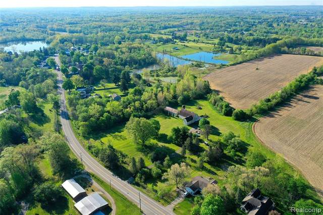 8350 Perry Rd, Grand Blanc, MI 48439 (MLS #2210036908) :: The BRAND Real Estate