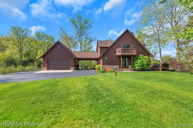 11621 Echo Crt, Hartland, MI 48353 (MLS #2210029547) :: The BRAND Real Estate