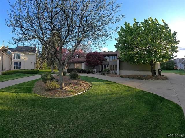 6472 Summer Court Crt, West Bloomfield, MI 48322 (MLS #2210035811) :: Kelder Real Estate Group