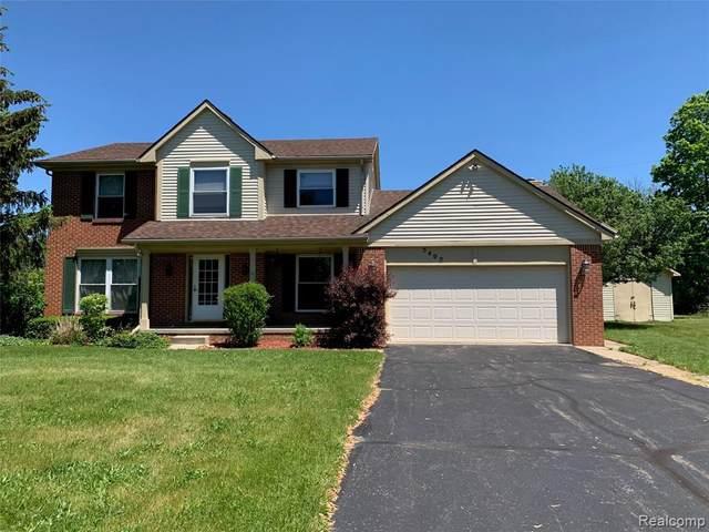 5402 Runyan Lake Rd, Fenton, MI 48430 (MLS #2210040546) :: The BRAND Real Estate