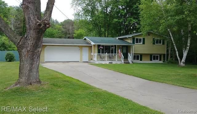 5429 Wakefield Rd, Grand Blanc, MI 48439 (MLS #2210043834) :: The BRAND Real Estate