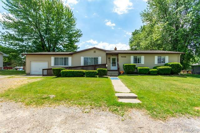 7055 W Stanley Rd, Flushing, MI 48433 (MLS #2210043818) :: The BRAND Real Estate