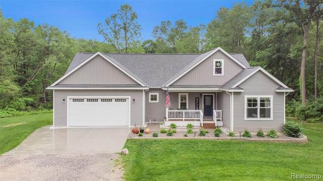 4018 Hartland Rd, Hartland, MI 48353 (MLS #2210043799) :: The BRAND Real Estate