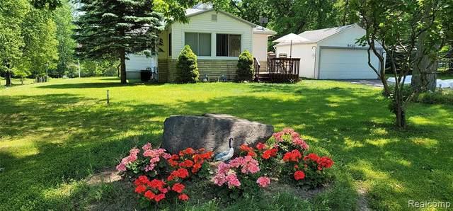 5020 Westview St, Clarkston, MI 48346 (MLS #2210043038) :: The BRAND Real Estate