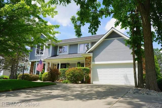 734 Cambridge Cir, Grand Blanc, MI 48439 (MLS #2210044114) :: The BRAND Real Estate