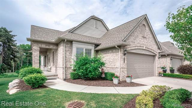 5744 Knob Hill Cir, Clarkston, MI 48348 (MLS #2210043136) :: The BRAND Real Estate