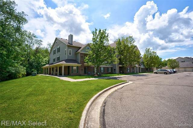 12102 Pinehurst Ln, Grand Blanc, MI 48439 (MLS #2210043286) :: The BRAND Real Estate