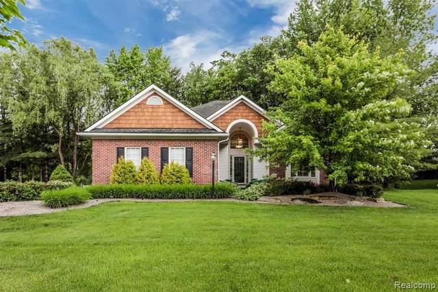 7185 Elderwood Cir, Clarkston, MI 48346 (MLS #2210044313) :: The BRAND Real Estate