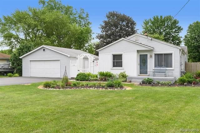 5148 Kendall Dr Dr, Burton, MI 48509 (MLS #2210044401) :: The BRAND Real Estate