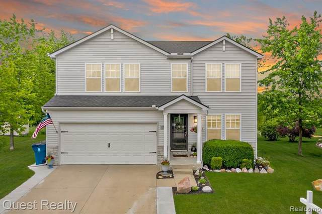 3223 Pine Run Dr, Swartz Creek, MI 48473 (MLS #2210044457) :: The BRAND Real Estate