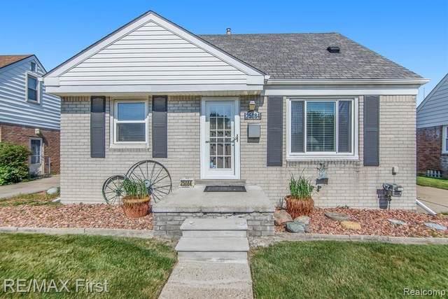 25084 Mackinac St, Roseville, MI 48066 (MLS #2210044525) :: The BRAND Real Estate