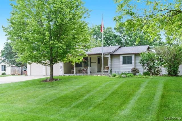 11276 Balfour Dr, Fenton, MI 48430 (MLS #2210043277) :: The BRAND Real Estate