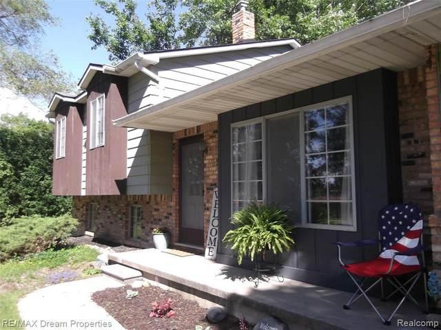 2381 W Shiawassee Ave, Fenton, MI 48430 (MLS #2210046225) :: Kelder Real Estate Group