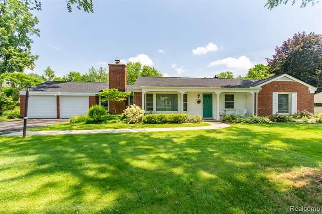 6695 W Dartmoor Rd, West Bloomfield, MI 48322 (MLS #2210047953) :: Kelder Real Estate Group