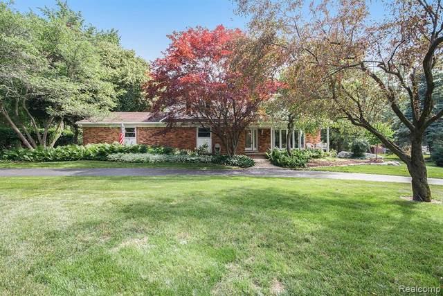 2991 Mohawk Ln, Rochester Hills, MI 48306 (MLS #2210051985) :: Kelder Real Estate Group