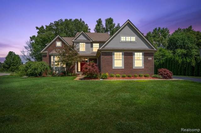 5861 Shadow Pines Crt, Howell, MI 48843 (MLS #2210052180) :: Kelder Real Estate Group