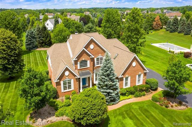 1556 Boulder Lake Dr, Milford, MI 48380 (MLS #2210052388) :: Kelder Real Estate Group