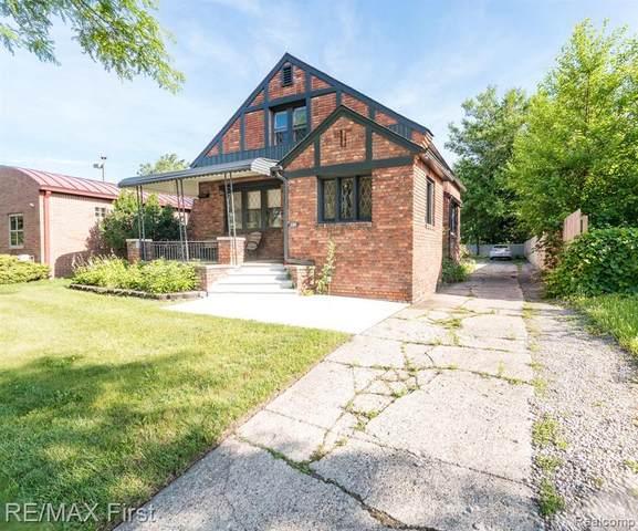 288 W 14 MILE RD, Clawson, MI 48017 (MLS #2210051755) :: Kelder Real Estate Group