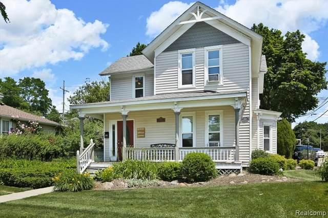 211 E Commerce St, Milford, MI 48381 (MLS #2210051189) :: The BRAND Real Estate