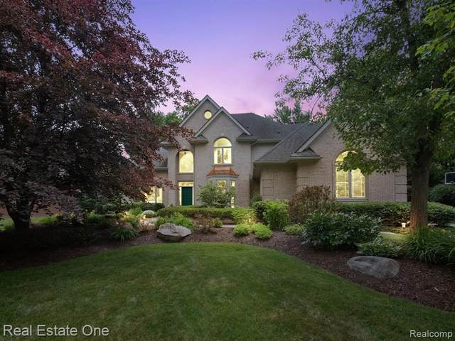 5252 Park Ridge Crt, West Bloomfield, MI 48323 (MLS #2210047236) :: Kelder Real Estate Group