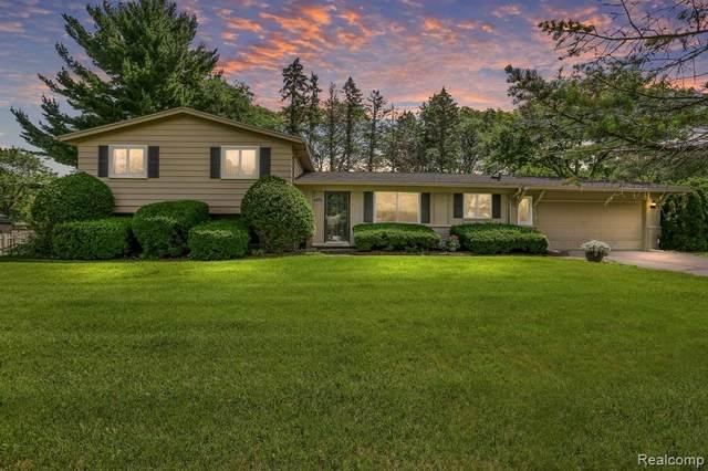 7339 Brookridge Dr, West Bloomfield, MI 48322 (MLS #2210051750) :: Kelder Real Estate Group