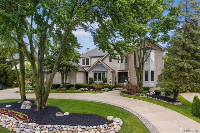 2855 Bloomfield, Bloomfield Hills, MI 48304 (MLS #2210051555) :: Kelder Real Estate Group