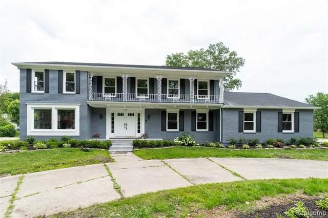 2875 Woodcreek Way, Bloomfield Hills, MI 48304 (MLS #2210052973) :: Kelder Real Estate Group