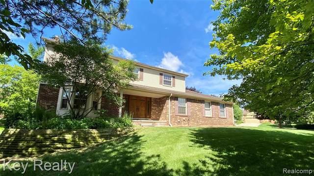2604 Winter Park Rd, Rochester Hills, MI 48309 (MLS #2210053662) :: Kelder Real Estate Group