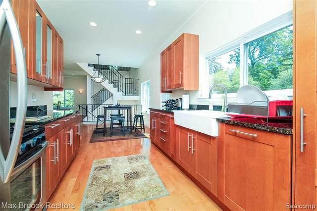 3333 Pine Crt, West Bloomfield, MI 48324 (MLS #2210054343) :: Kelder Real Estate Group