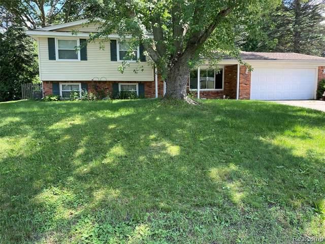 2862 Costa Mesa Crt, Waterford, MI 48329 (MLS #2210054055) :: Kelder Real Estate Group