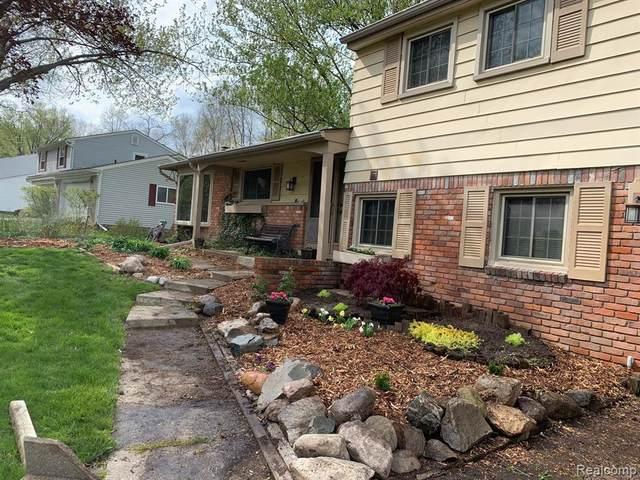 26616 Greythorne Trl, Farmington Hills, MI 48334 (MLS #2210054783) :: Kelder Real Estate Group