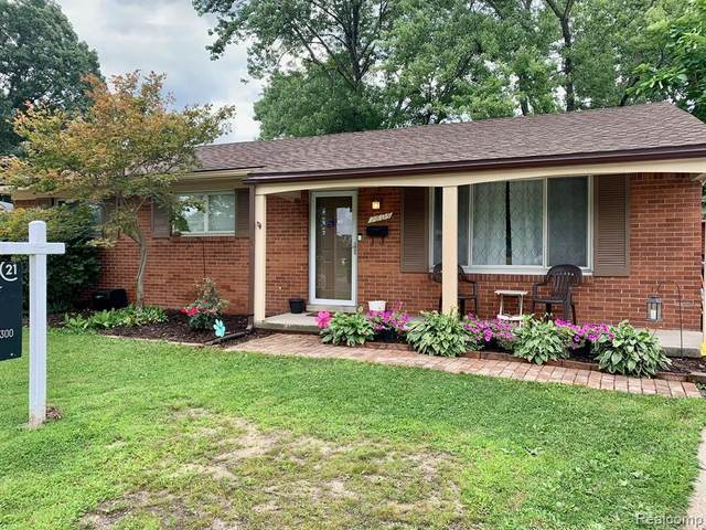 7605 Flamingo St, Westland, MI 48185 (MLS #2210054944) :: Kelder Real Estate Group