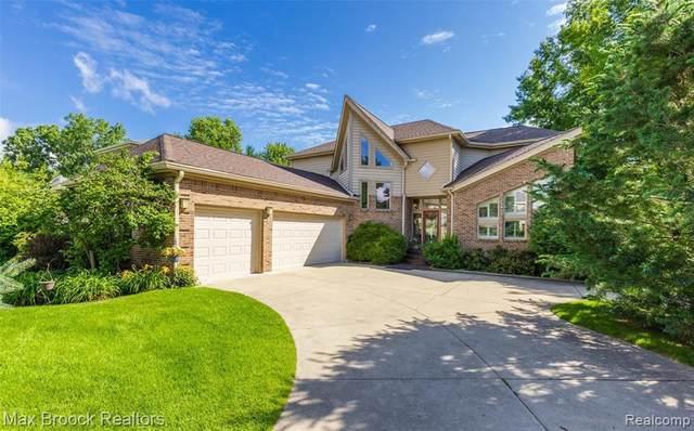 292 Madeleine Ln, Waterford, MI 48328 (MLS #2210055396) :: Kelder Real Estate Group