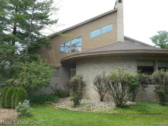 4569 Kiftsgate Bnd, Bloomfield Hills, MI 48302 (MLS #2210054835) :: Kelder Real Estate Group