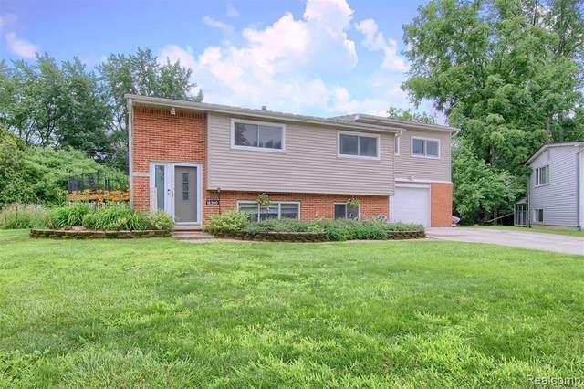 18300 Grimm St, Livonia, MI 48152 (MLS #2210055603) :: Kelder Real Estate Group