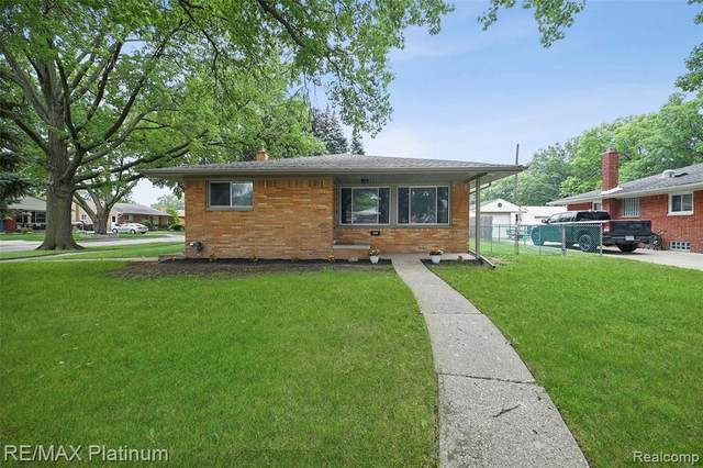 20208 Valera St, Saint Clair Shores, MI 48080 (MLS #2210054659) :: Kelder Real Estate Group