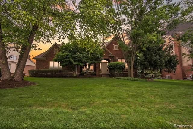 1806 Skyline Dr, Rochester Hills, MI 48306 (MLS #2210056430) :: Kelder Real Estate Group