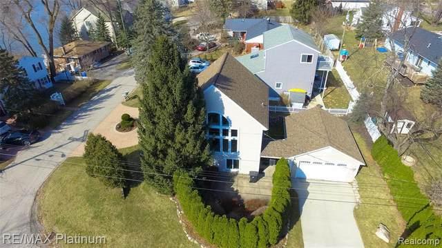 1304 Lakeside Drive, Howell, MI 48843 (MLS #2210056114) :: Kelder Real Estate Group