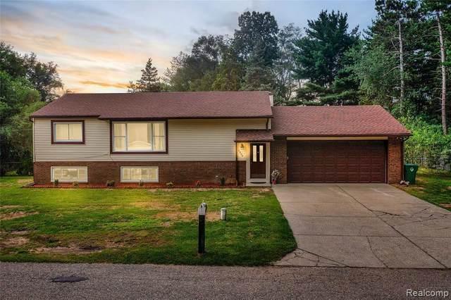3809 Vanstone Dr, Update, MI 48382 (MLS #2210059172) :: Kelder Real Estate Group